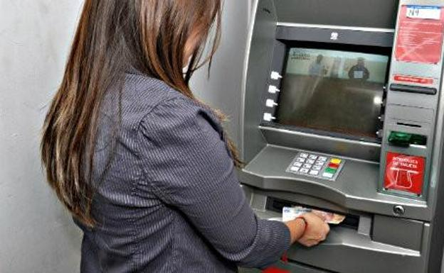 La ocu informa de cambios en las comisiones de los cajeros autom ticos ideal for Dinero maximo cajero