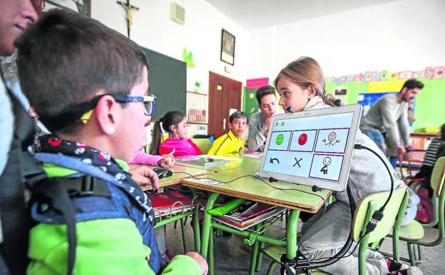 Niños que son unos máquinas: así ayuda la tecnología a los menores con diversidad funcional