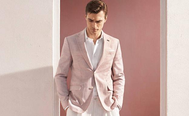 Zara sorprende con la versión de su famoso traje rosa para hombres ... b16d8c144743