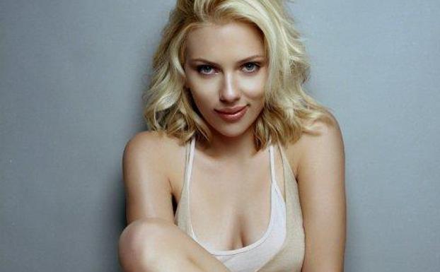 El Sorprendente Desnudo De Scarlett Johansson En Un Avión Ideal