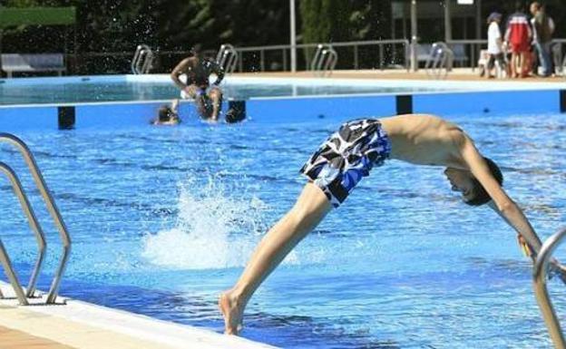 Aumentan las lesiones medulares en verano por tirarse de for Tirarse a la piscina