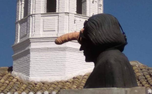 La Un Sexual Mancillado Juguete Han De Estatua En FrenteAsí kOnw80P