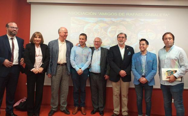 Momento de la toma de posesión de los nuevos Socios de Honor./J. A. García-Márquez