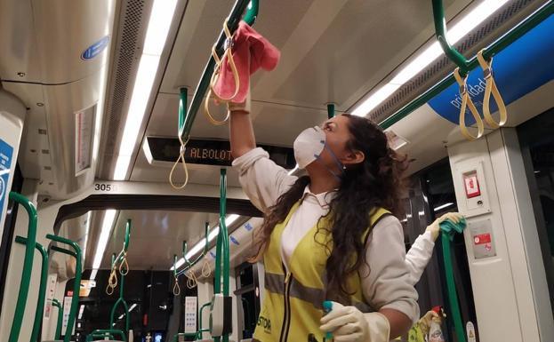 Coronavirus en Granada | El metro es desinfectado en las cocheras ...