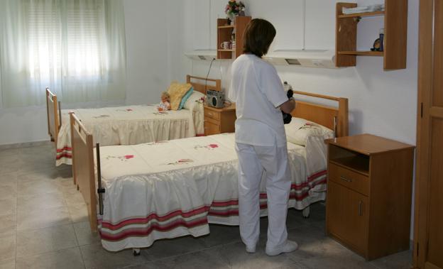 Crisis del coronavirus en Almería | Rastrean la Residencia Asistida de la  Diputación tras el positivo en Covid de una trabajadora | Ideal