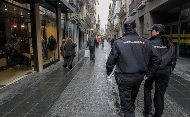 Amplio despliegue policial para prevenir hurtos en tiendas y calles de Granada en este día de compras