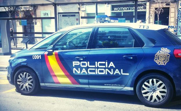 Pillada por el vigilante de un banco de Granada tras manipular un cajero para sacar 2.000 euros de la cuenta de una mujer de Asturias