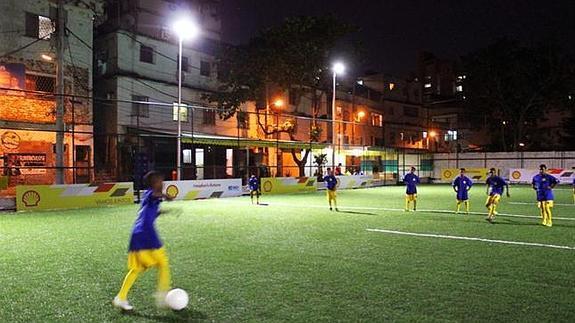 El Campo De Futbol Que Se Ilumina Jugando Ideal